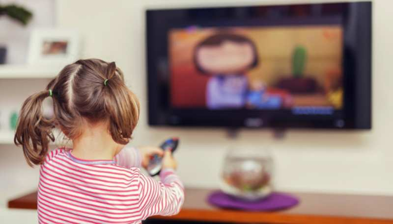Qual o tempo ideal para crianças assistirem TV